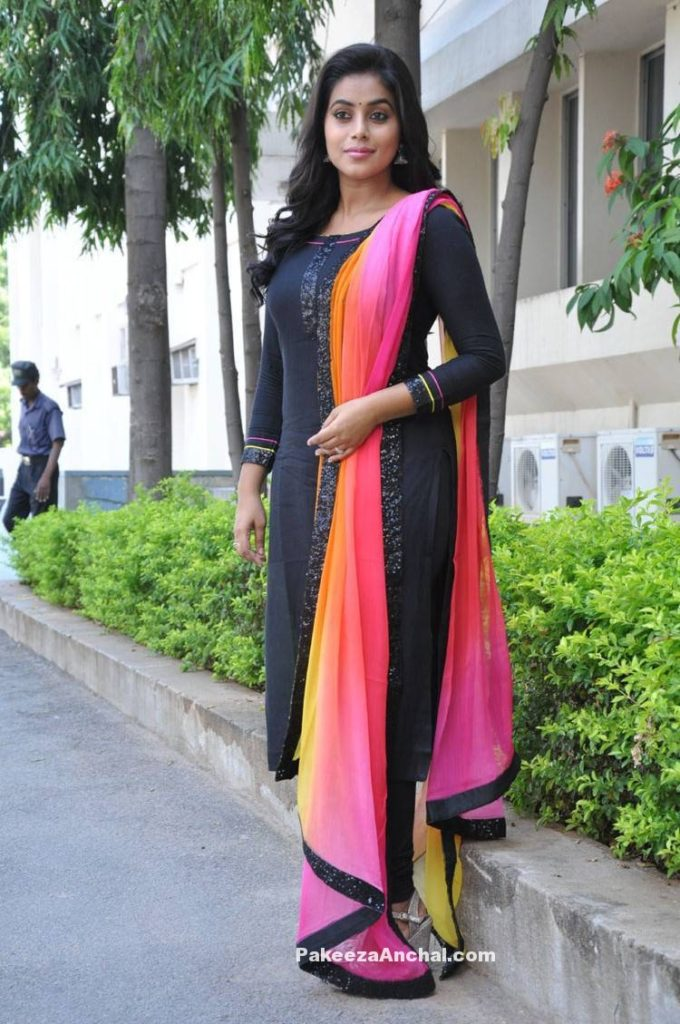 Actress Poorna in Black Plain Churidar Salwar Kameez with Double shaded Dupatta-PakeezaAnchal.com