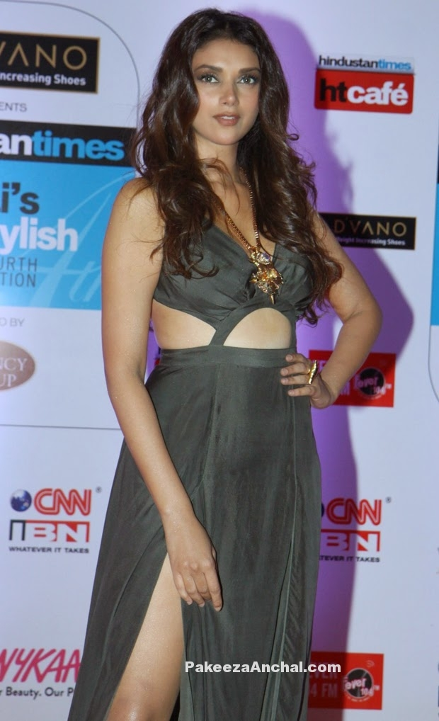 Aditi Rao Hydari in Deme by Gabrielle Cuout Gown at HT Mumbai's Most Stylish 2015-PakeezaAnchal.com
