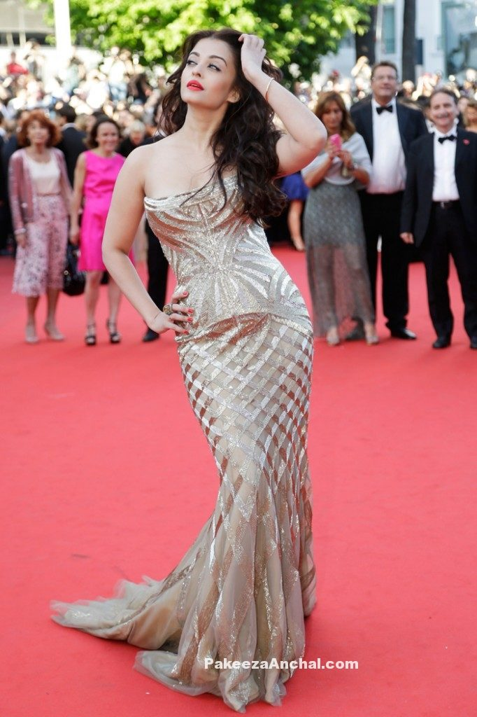 Aishwarya Rai in strapless FishCut Gold Gown @ Cannes Film festival-PakeezaAnchal.com