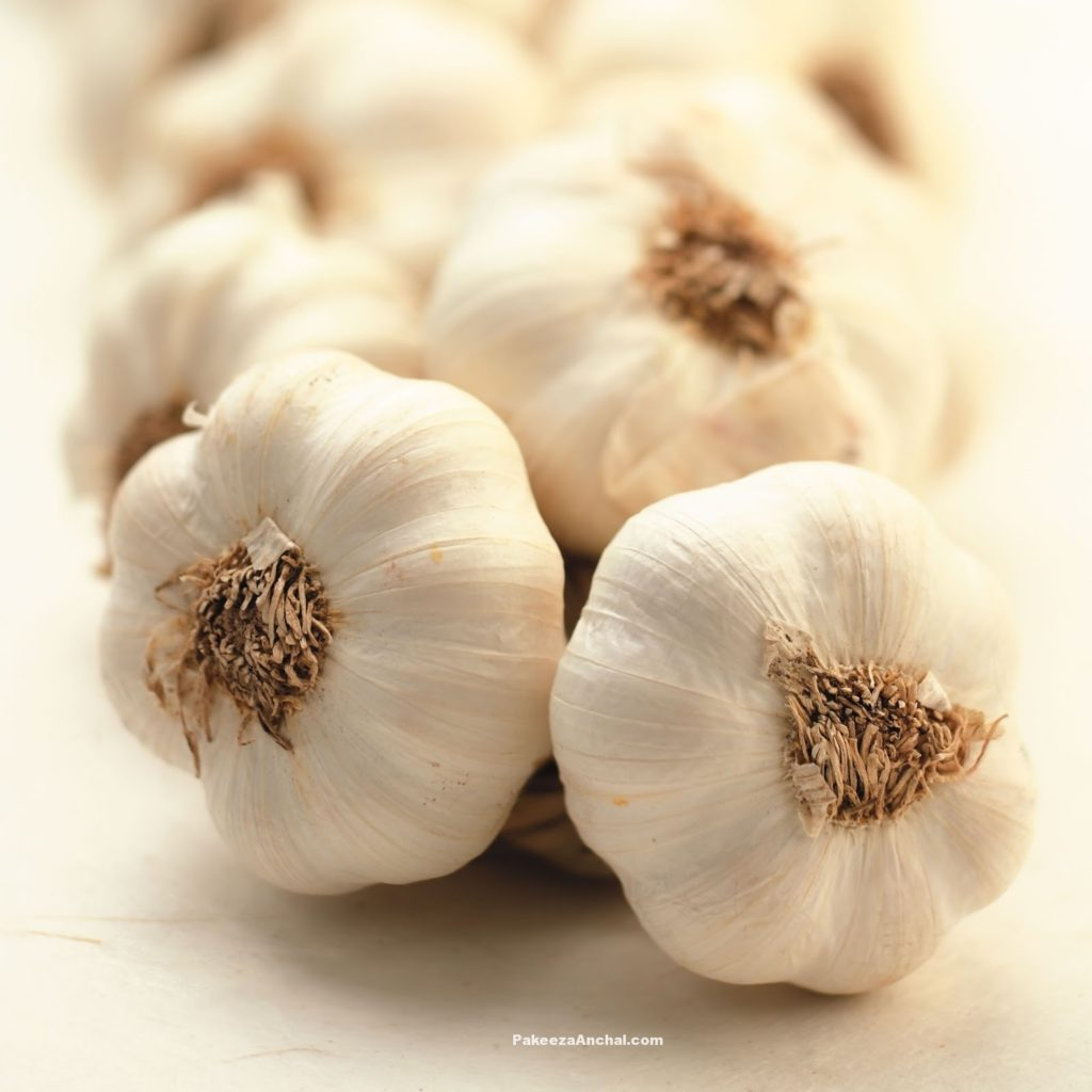Garlic for Hair Treatment, How to use Garlic for Stop Hair Loss-PakeezaAnchal.com