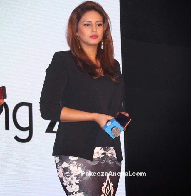 Huma Qureshi in Black Floral Pencil Skirt during the Launch of Samsung Z1 Mobile-PakeezaAncha.com