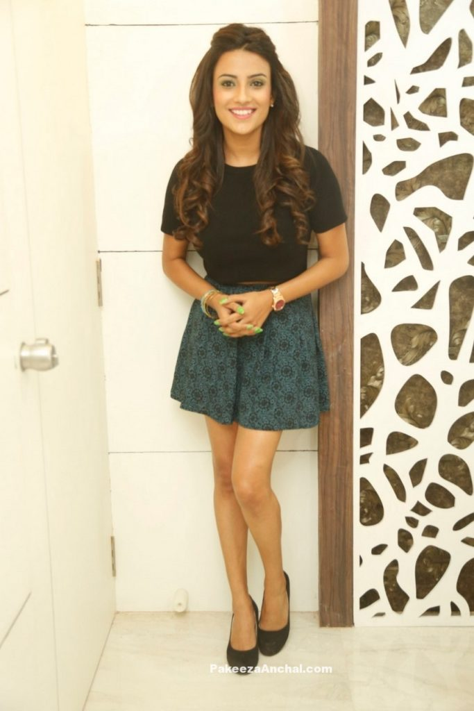 Jyothi Seth in Mini Skirt Dress and Black Top at Natural Salon launch-PakeezaAnchal.com