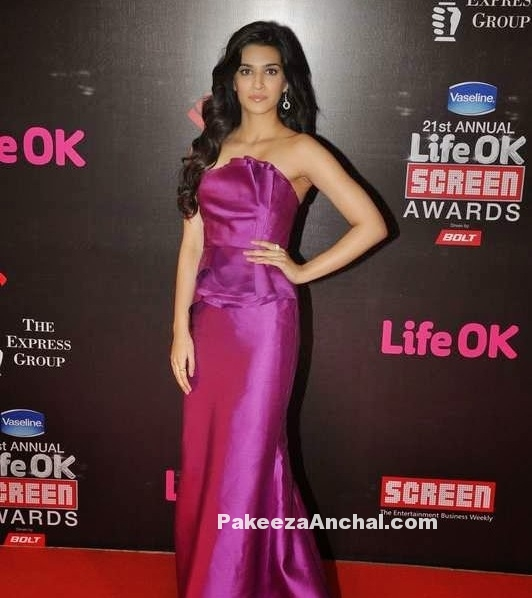 Kriti Sanon in Carmen Marc Valvo's Purple Off Shoulder Strapless Gown at Screen Awards-PakeezaAnchal.com