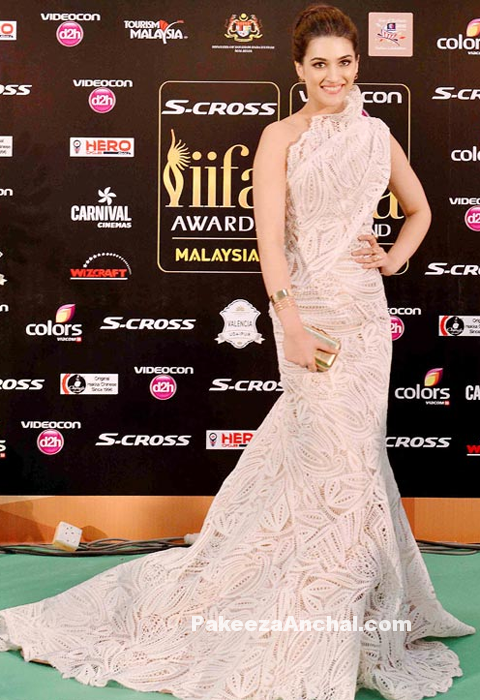 Kriti Sanon in Laced One Shoulder Gown by Georges Chakra in IIFA Awards 2015-PakeezaAnchal.com