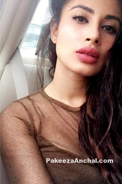 Mouni Roy Selfie Style, Latest Styles for Young Girls-PakeezaAnchal.com