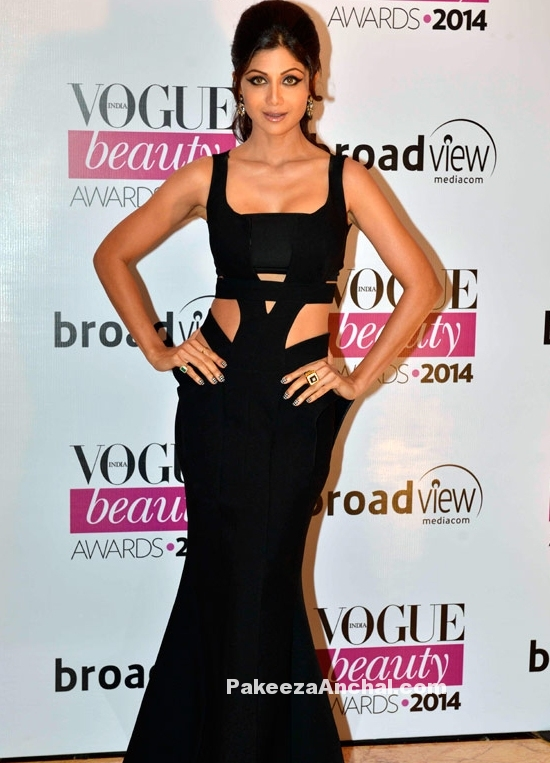 Shilpa Shetty in Monisha Jaisingh's Black Cut out Fish Cut Gown at Vogue Beauty Awards-PakeezaAnchal.com