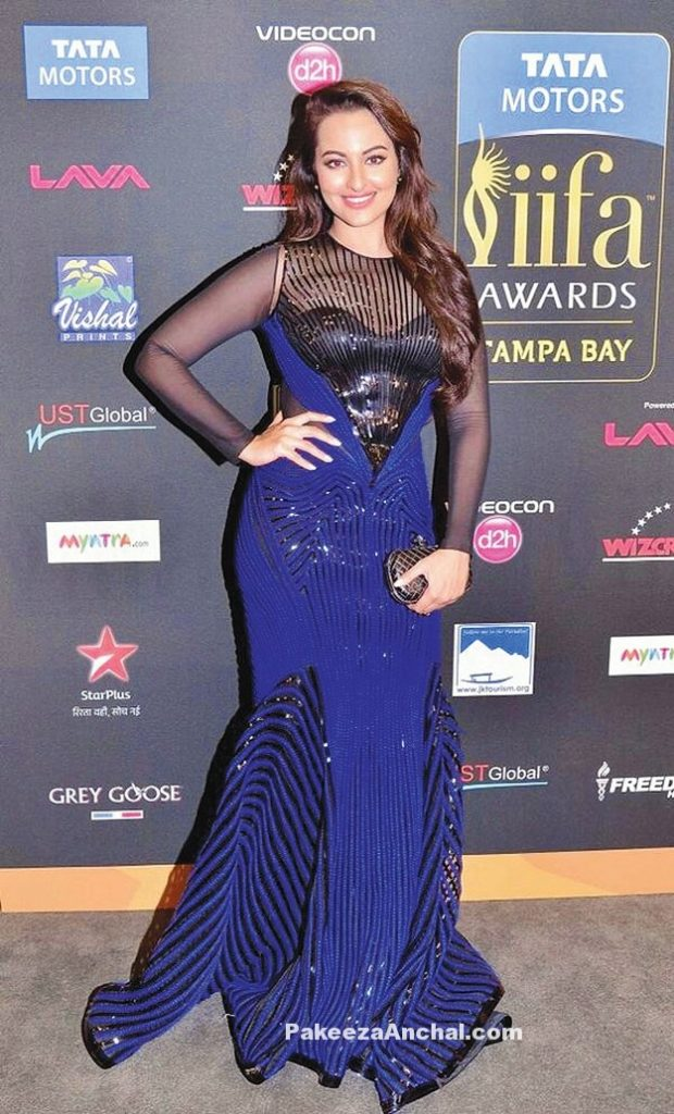 Sonakshi Sinha in ravishing Fish cut gown with soft Curls by Amit Aggarwal-PakeezaAnchal.com