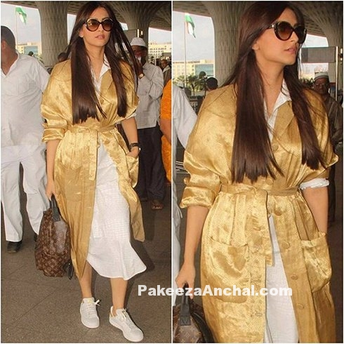 Sonam Kapoor in Rajesh Pratap Singh at Airport
