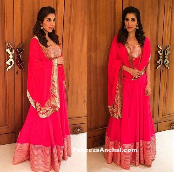 Sophie Choudry in Bright Pink Floor Lenght Anarkali by Manish Malhotra-PakeezaAnchal.com
