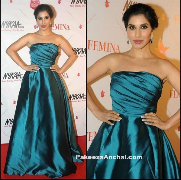 Sophie Choudry in Teal blue Off Shoulder Gown by Gauri and Nainika-PakeezaAnchal.com
