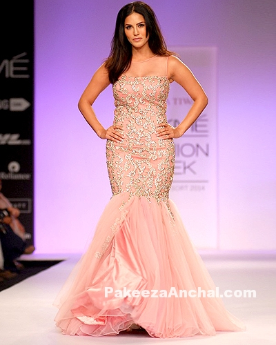Sunny Leone in Orange Fish Cut Gown For Jyotsna Tiwari at Lakme Fashion Week-PakeezaAnchal.com