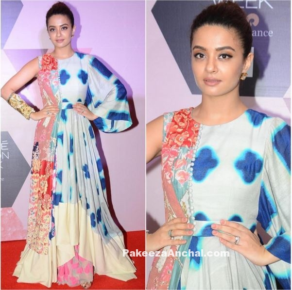 Surveen Chawla in Priyangsu and Sweta Stylish Party Gown outfit-PakeezaAnchal.com