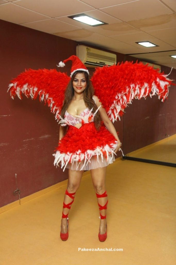 Tanisha Singh  As christmas santa claus-PakeezaAnchal.com