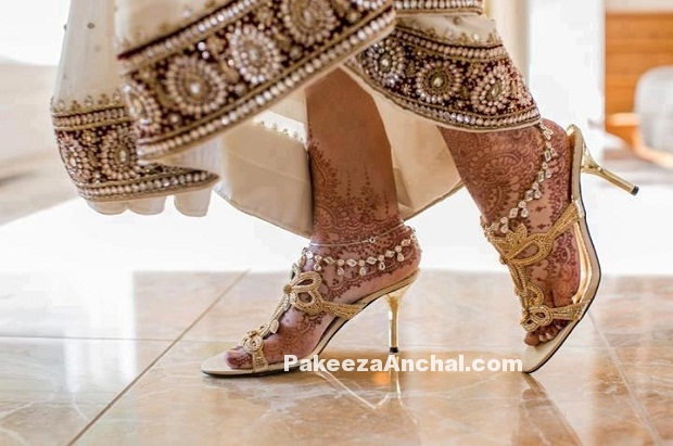Types of Footwear Heels which can be worn with Saree-1-PakeezaAnchal.com.jpg