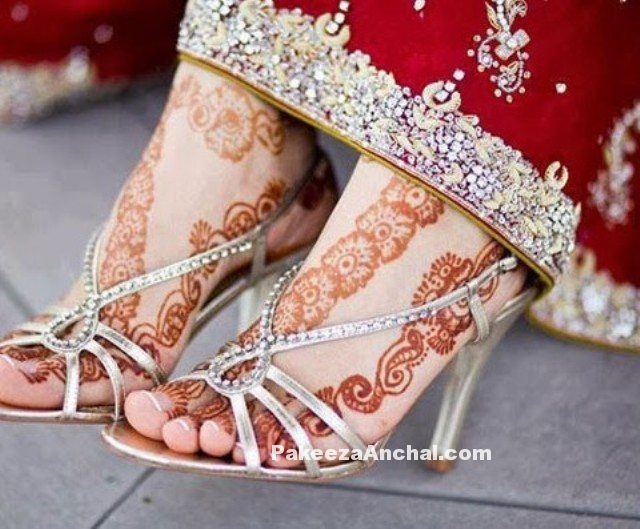 Types of Footwear Heels which can be worn with Saree-2-PakeezaAnchal.com